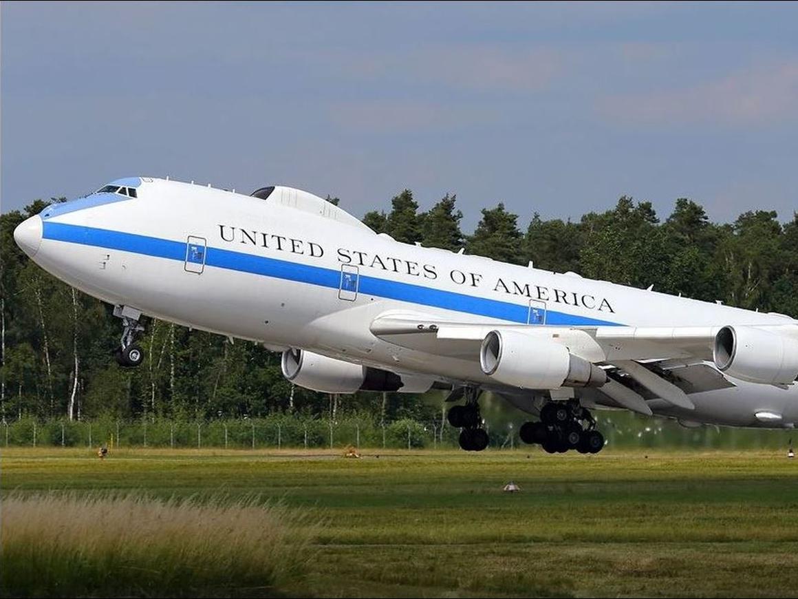 """В США поднялся в воздух самолёт """"судного дня"""""""