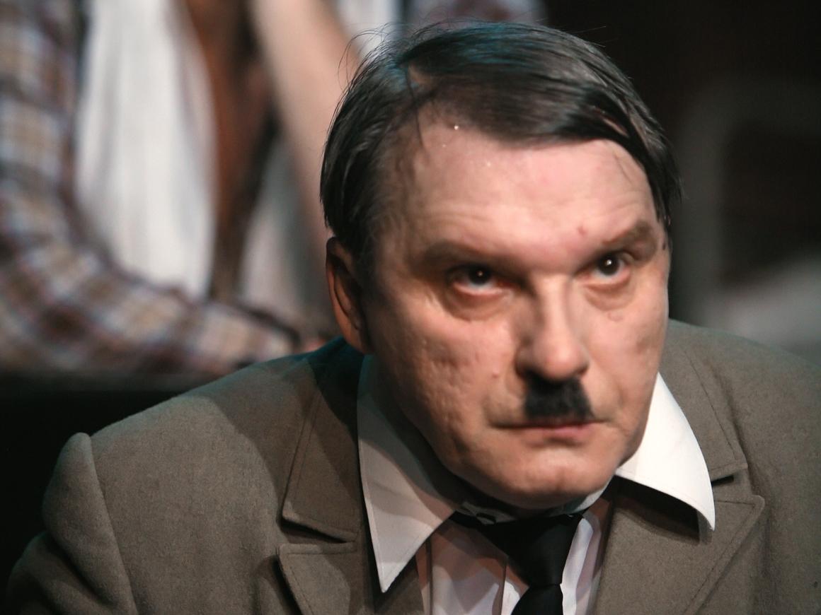 """Премьера спектакля """"Mein Kampf"""" в Германии под вопросом. С чего бы"""