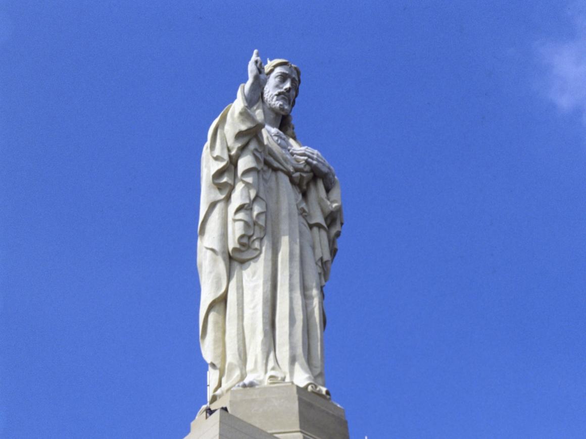 """Пароль """"иуда_лох"""": Статуя Иисуса в Польше раздаёт страждущим Wi-Fi"""