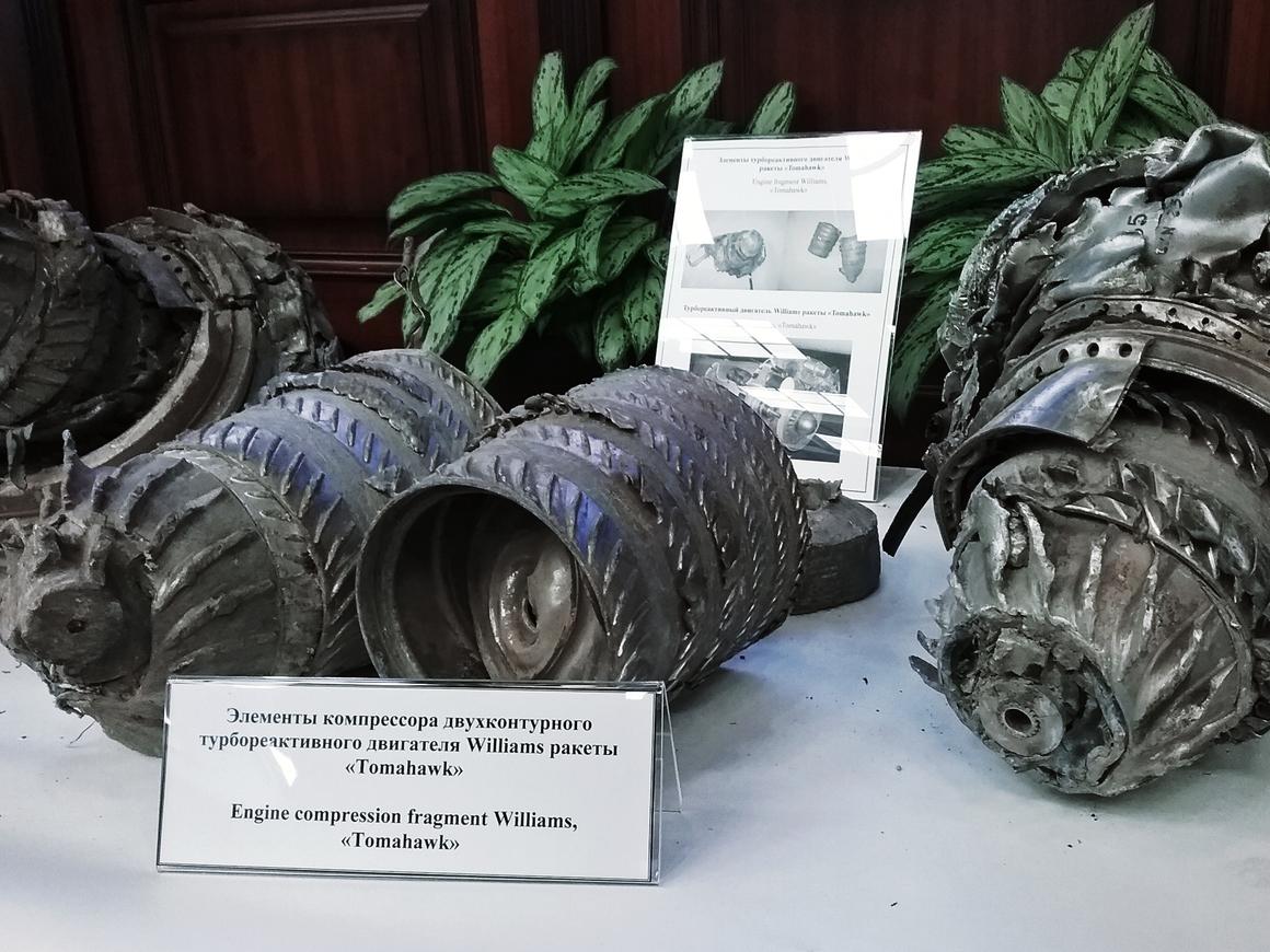 Генштаб РФ показал обломки ракет, выпущенных по Сирии коалицией во главе с США