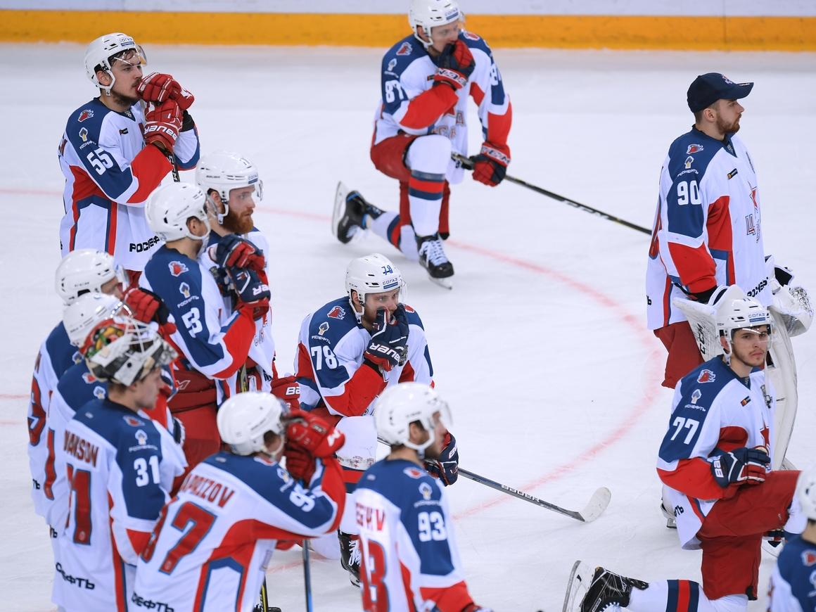 """""""Динамо"""" и """"СКА-Нева"""" 7 часов играли в хоккей. Не все смогли досмотреть"""
