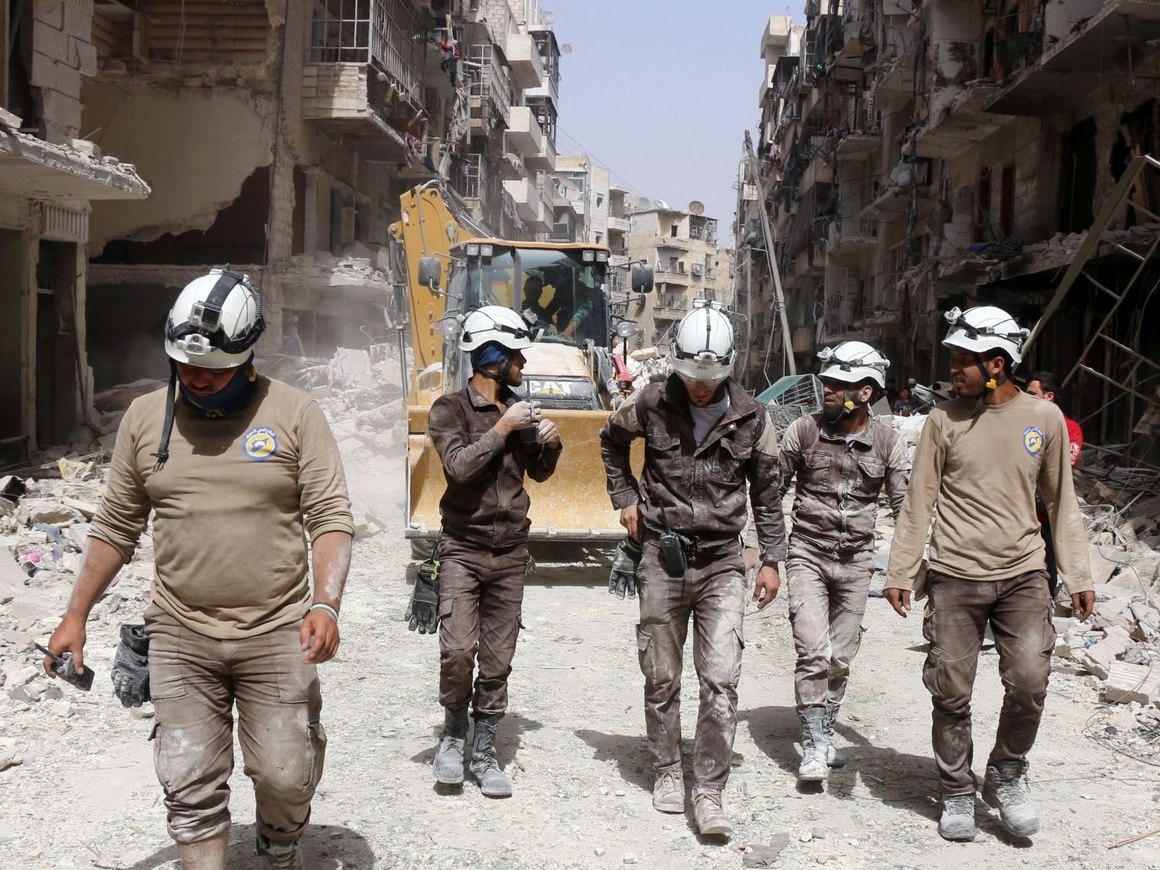 """США прекращают финансирование """"Белых касок"""" в Сирии"""