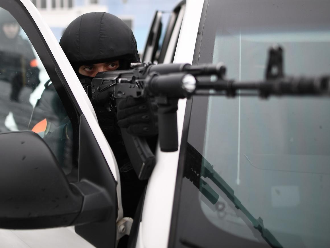 ФСБ задержала членов ИГ, готовивших теракты в России