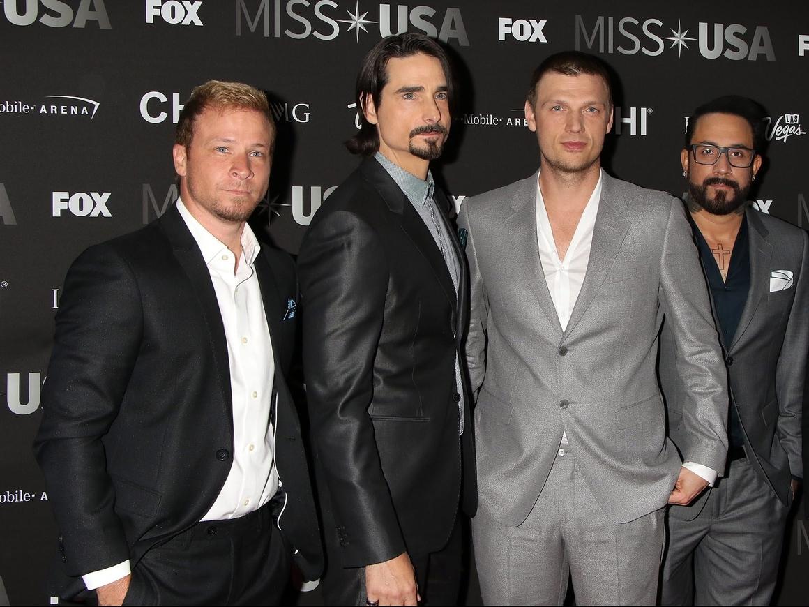 Во время своего выступления Backstreet Boys переоделись в Spice Girls