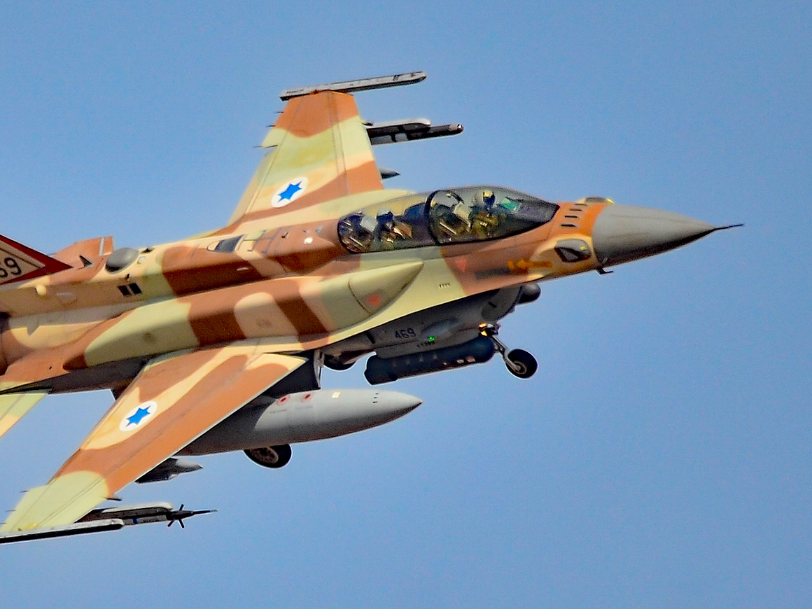 Обмен ракетами: Израиль выпустил более 70 снарядов по иранским целям в Сирии