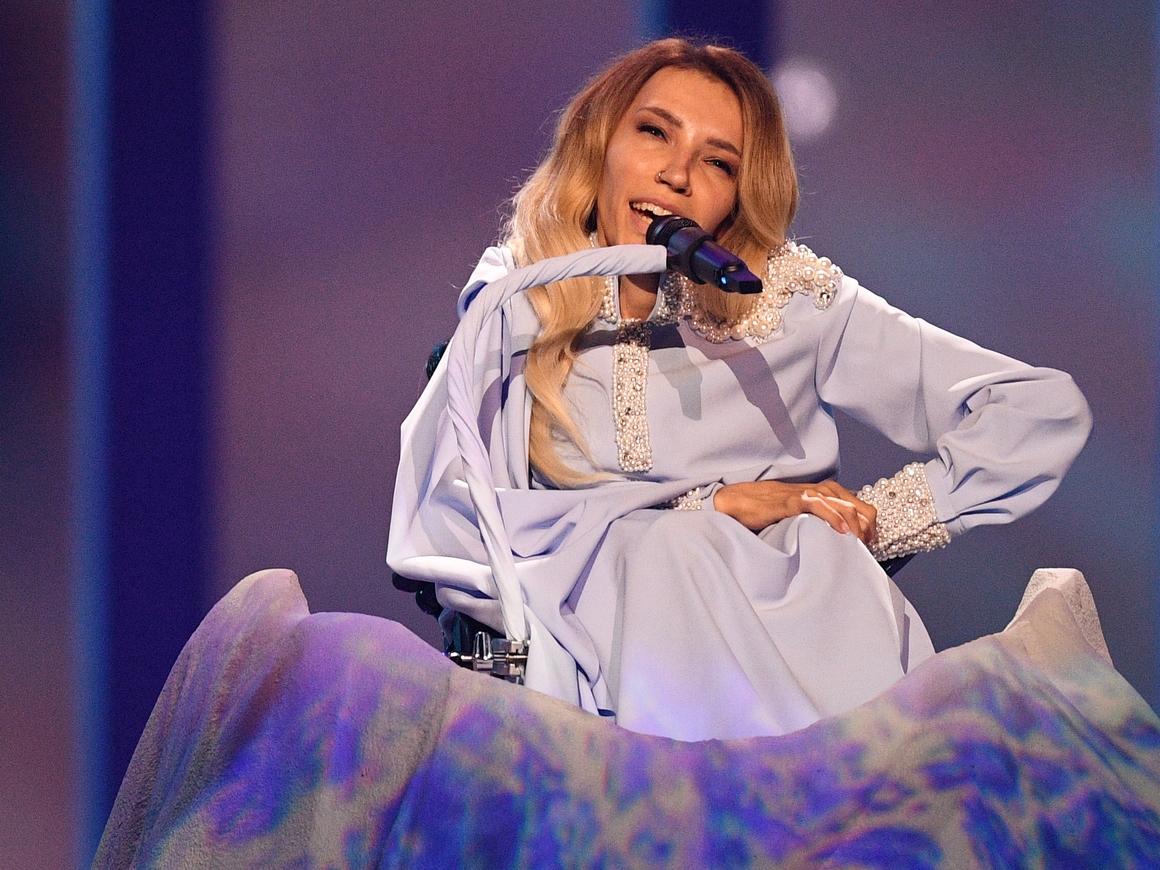 """Всё-таки сломили? Сеть гадает, почему Самойлова не прошла в финал """"Евровидения"""""""