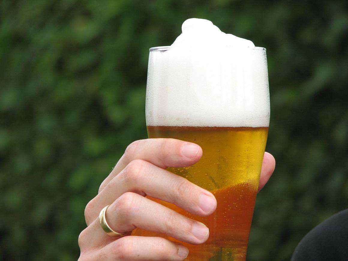 Ни дня без пива: 100-летняя британка раскрыла секрет долгой жизни