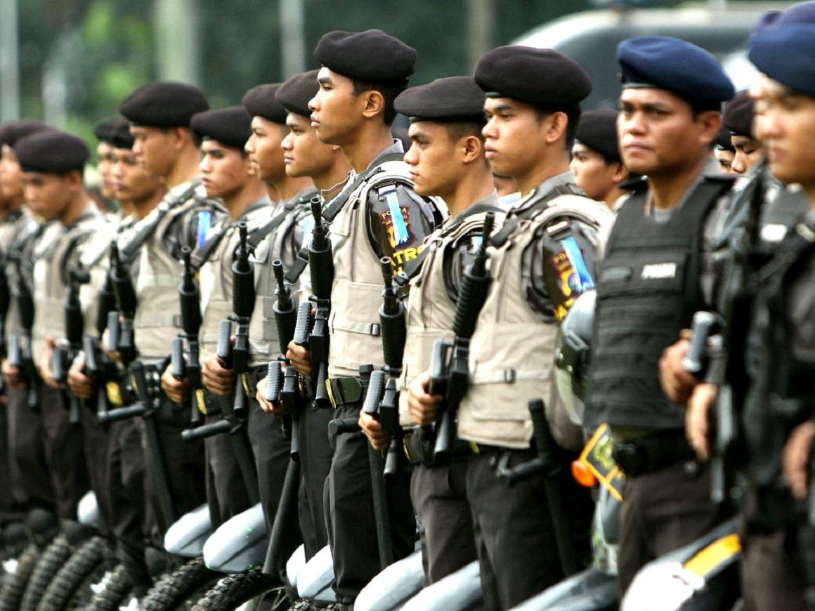 Семейный подряд: смертники устроили 4 взрыва за 2 дня в Индонезии (видео)