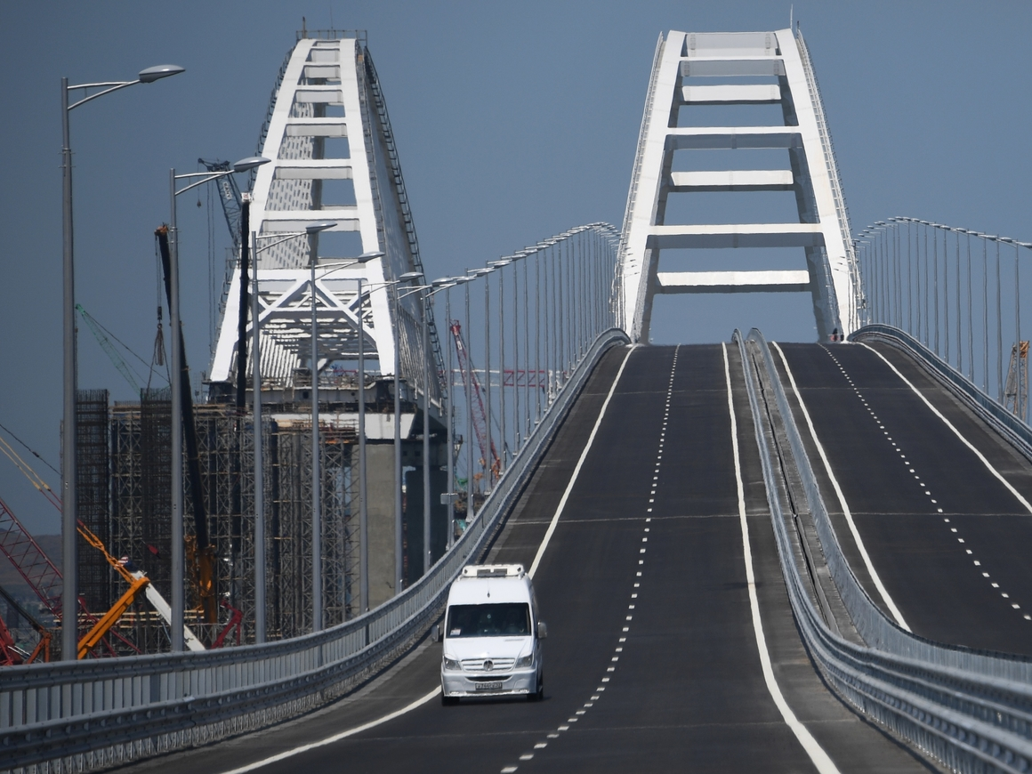 Стройка века подошла к концу. Путин открыл автодорожную часть Крымского моста