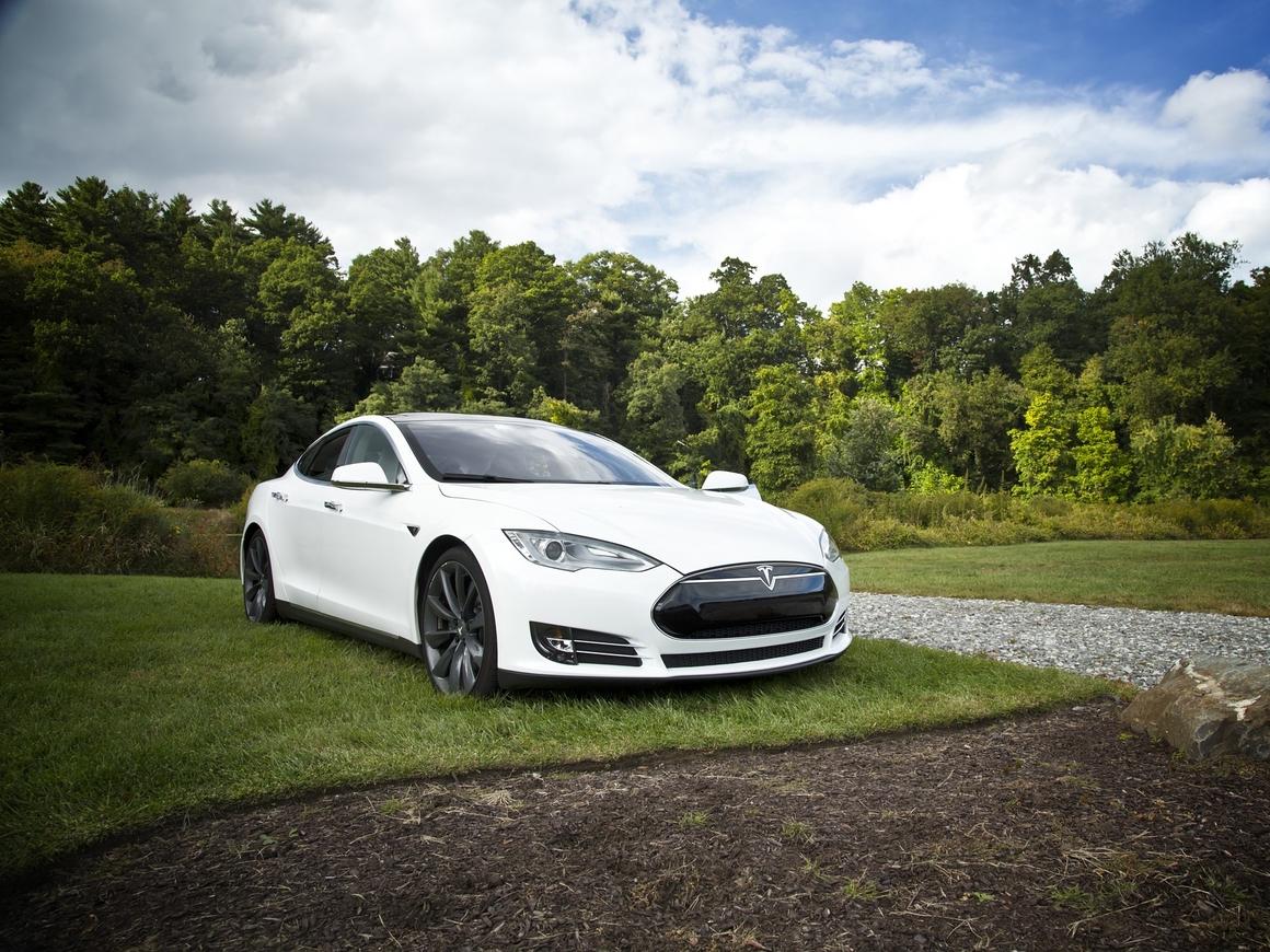 Tesla снова погорела (фото)