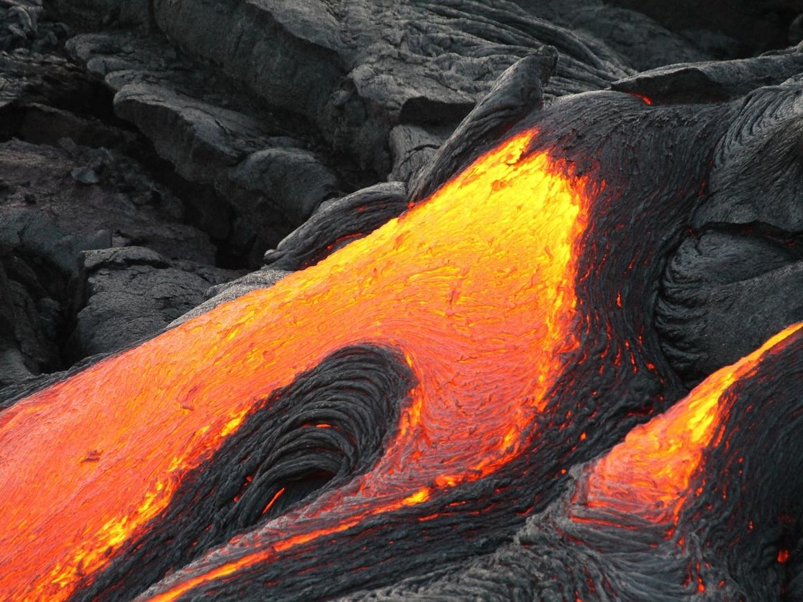 Огонь пожирает рай: извержение вулкана привело Гавайи к катастрофе (фото, видео)