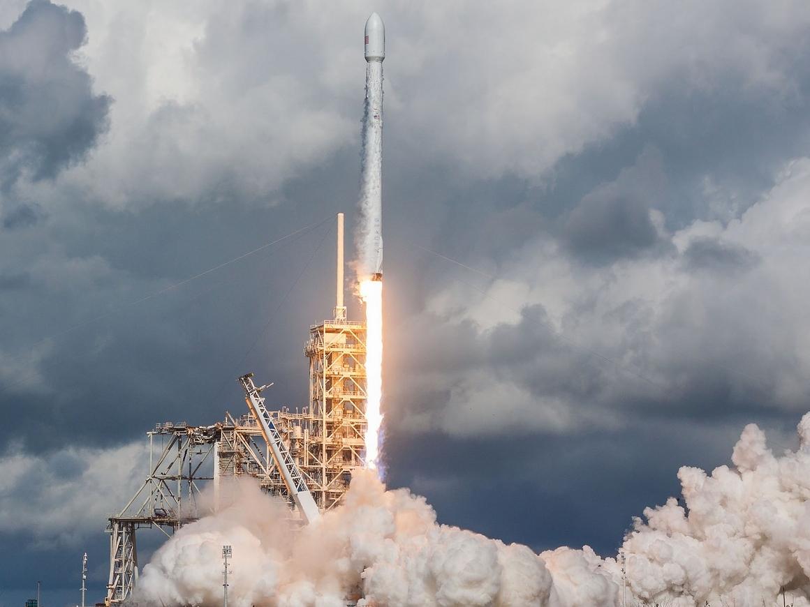 У Илона Маска неприятности: Китайцы запустили коммерческую ракету OneSpace