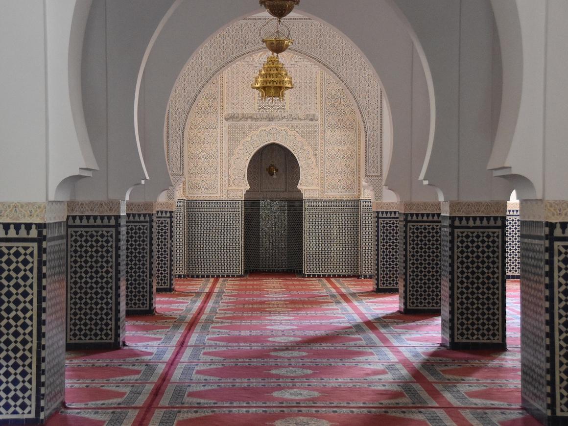 Вне конфессий: христианин подарил мусульманам мечеть на Рамадан (фото)