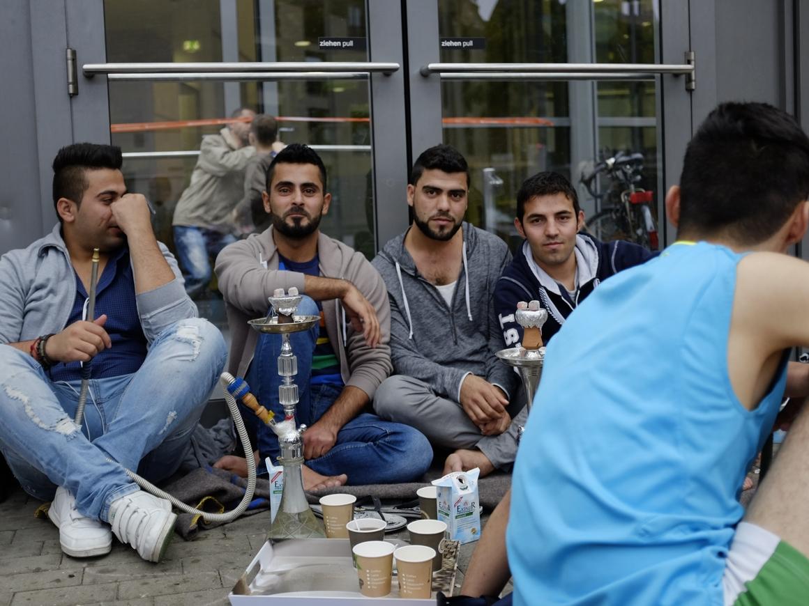 Скандал в Германии: похоже, миграционное ведомство тысячами пускало нелегалов