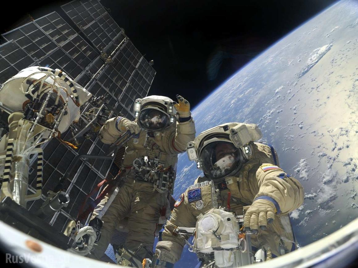 Астронавт НАСА забыл SD-карту для лайва из открытого космоса. Молодец, чё