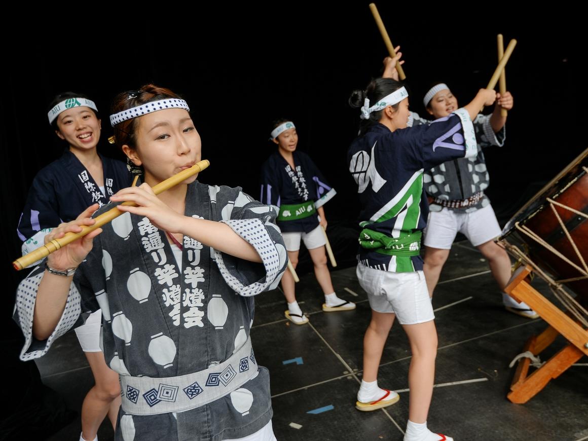 На религиозном фестивале в Японии показали татуировки как у якудза (фото)