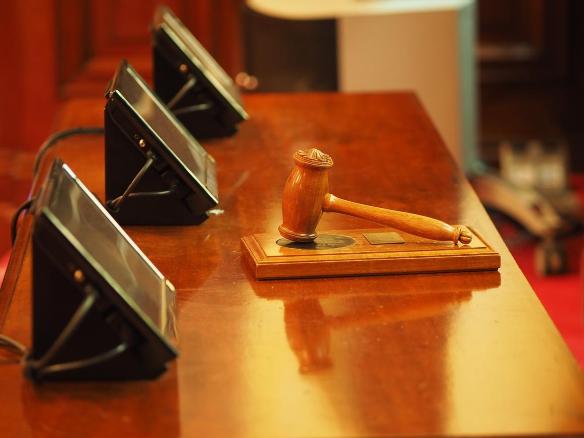 Родители подали в суд на сына: 30-летний отпрыск отказывается съезжать