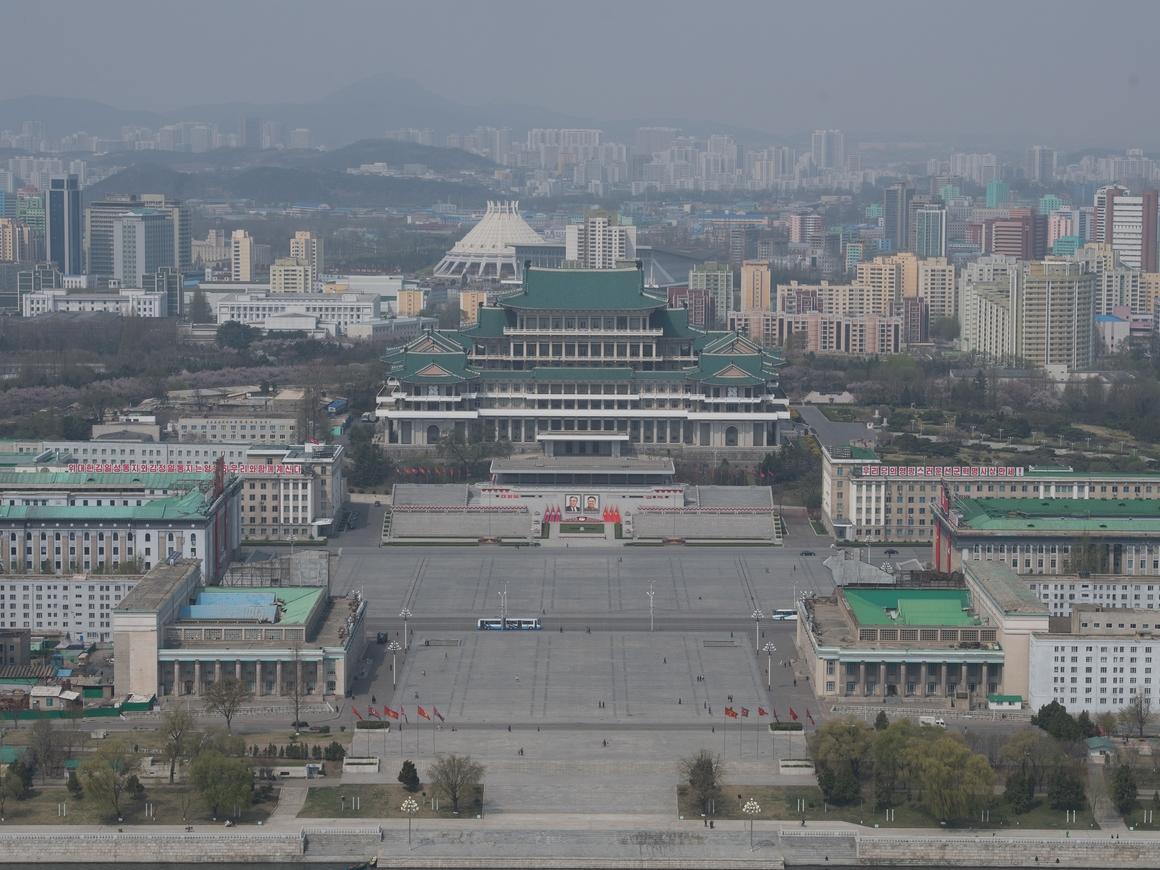 Редкие кадры роскоши из Северной Кореи: отель для пилотов истребителей - огонь!