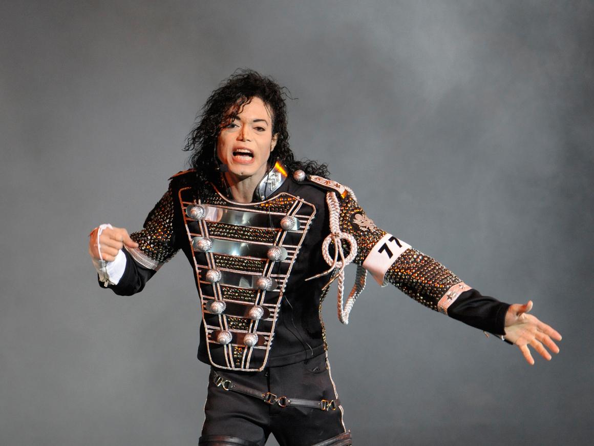 Обманул силу тяжести: учёные считают фирменный наклон Майкла Джексона нереальным