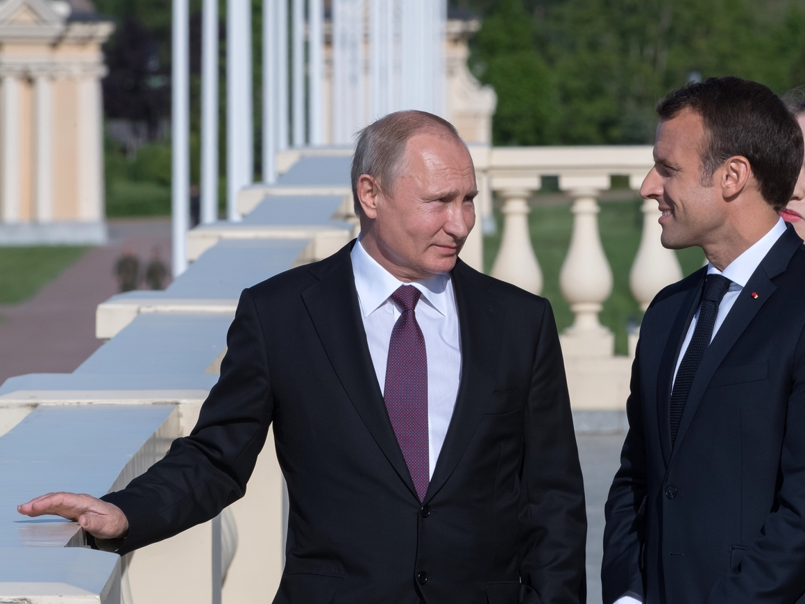 Дружба на миллиард евро: президенты РФ и Франции встретились в Петербурге