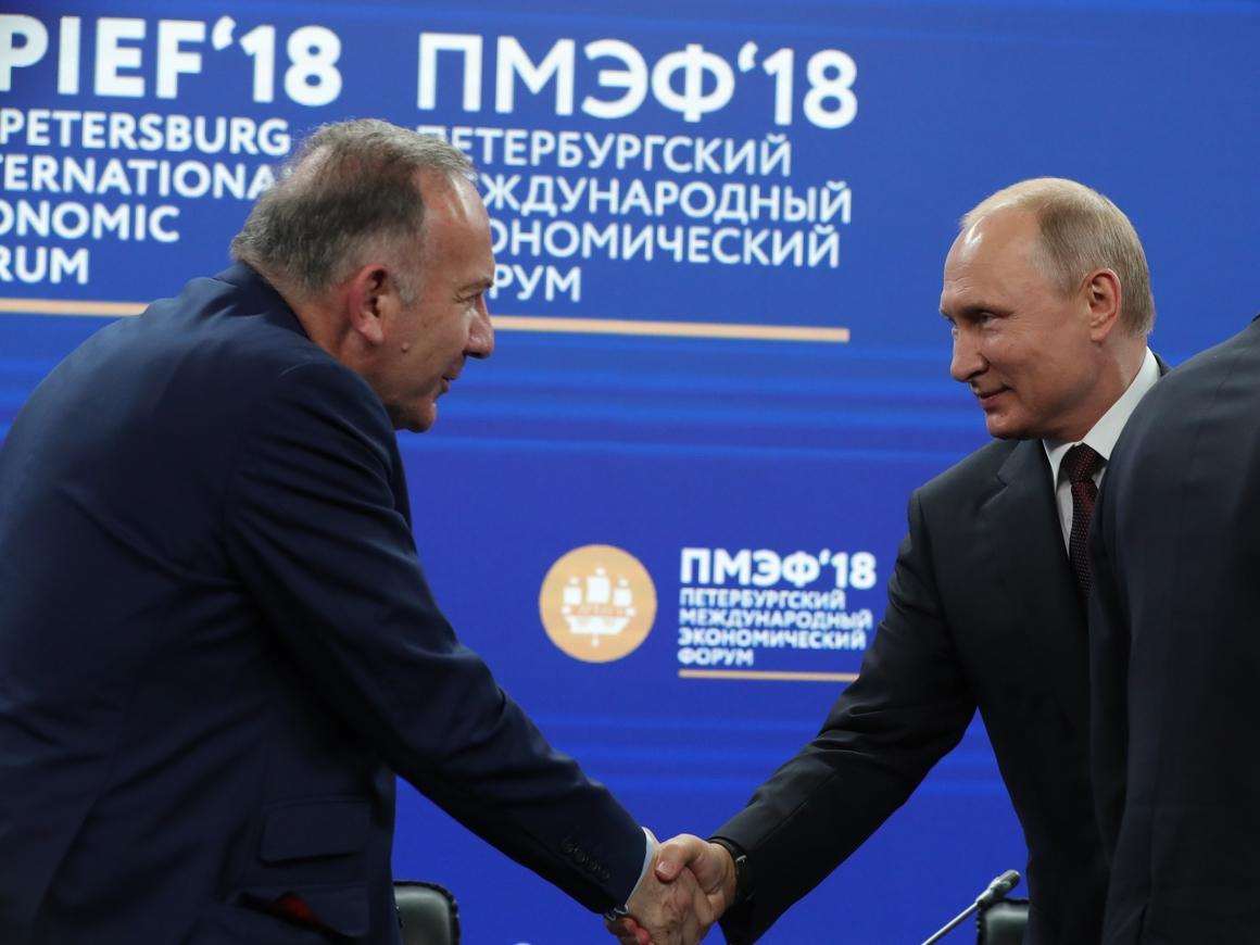 Франция подарила Путину голубого петуха. И другие важные события ПМЭФ-2018