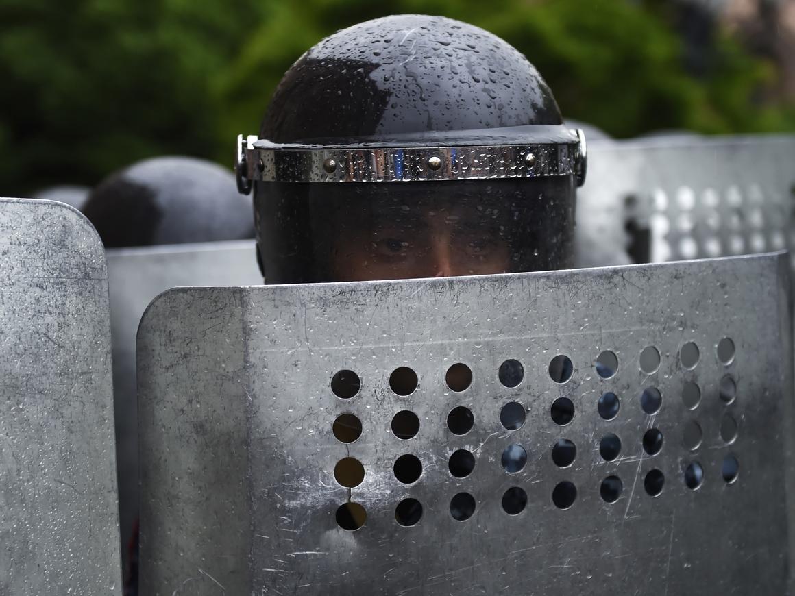 """""""Шокирующая"""" амуниция полицейских и Росгвардии. Руками лучше не трогать"""