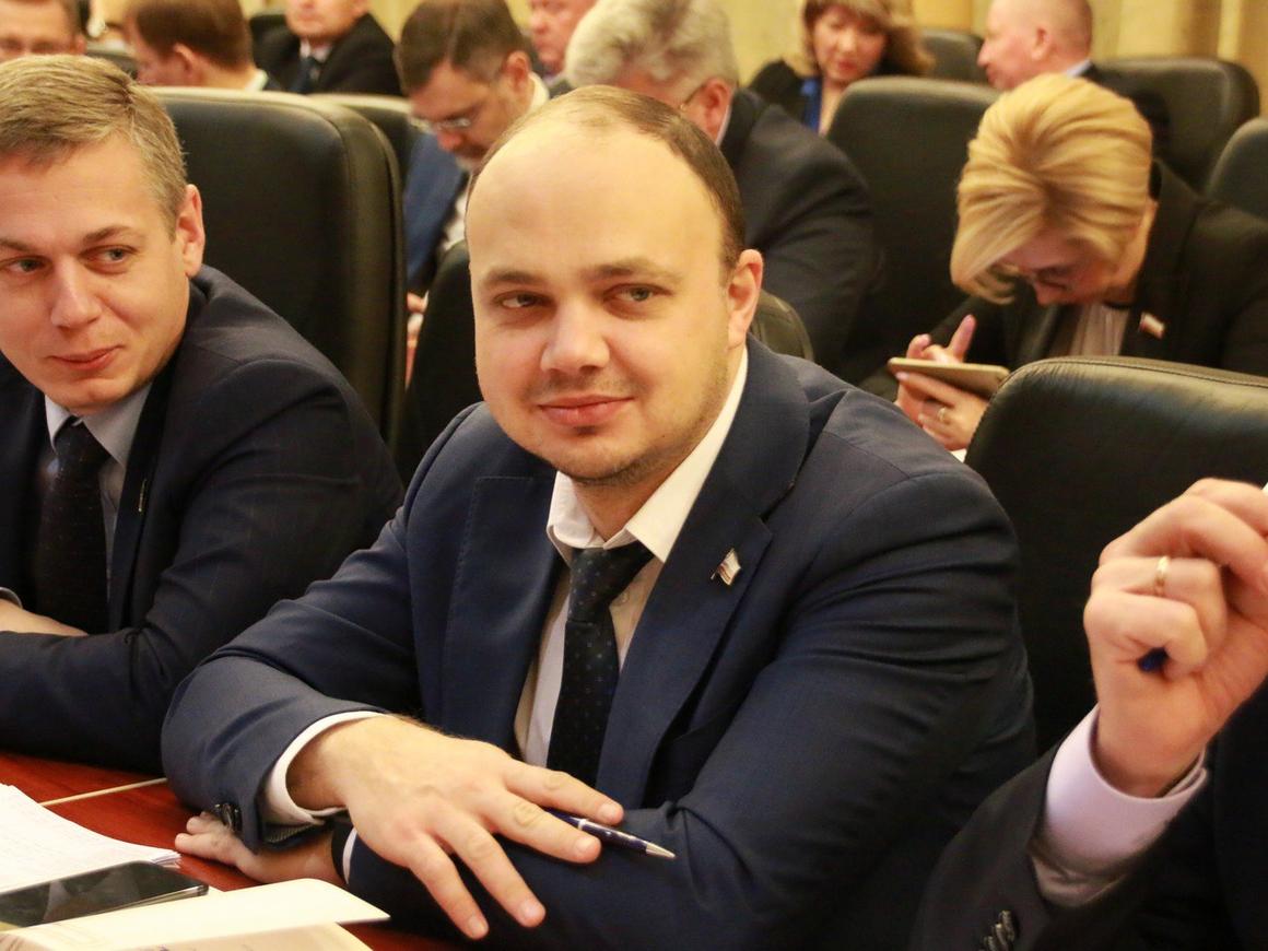 Эх, Саша! - Пьяного саратовского министра финансов нашли в одних трусах в машине