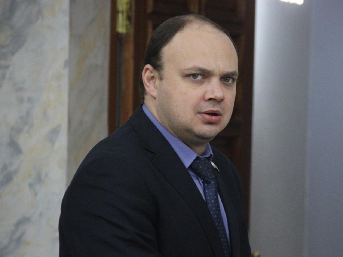 Уволился министр финансов Саратова, который ездил пьяным. И в трусах