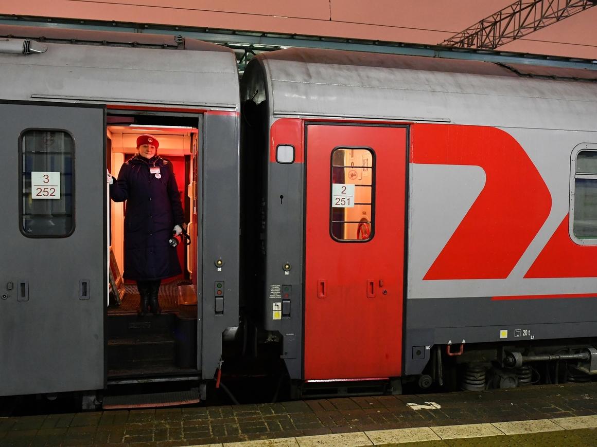 РЖД пообещали избавить пассажиров от гравитационных туалетов и пустить в душ