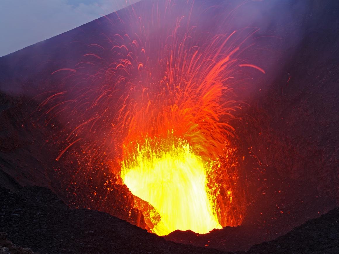 Вулкан в Гватемале выбросил столб пепла высотой 10 км и убил 25 человек (видео)