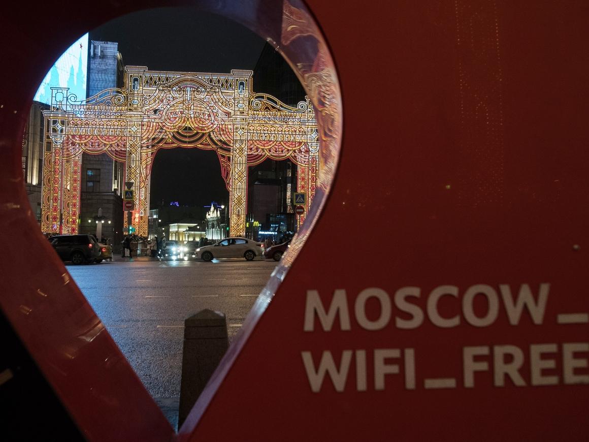 Смотри, к чему подключаешься. Не все сети Wi-Fi в городах ЧМ безопасны