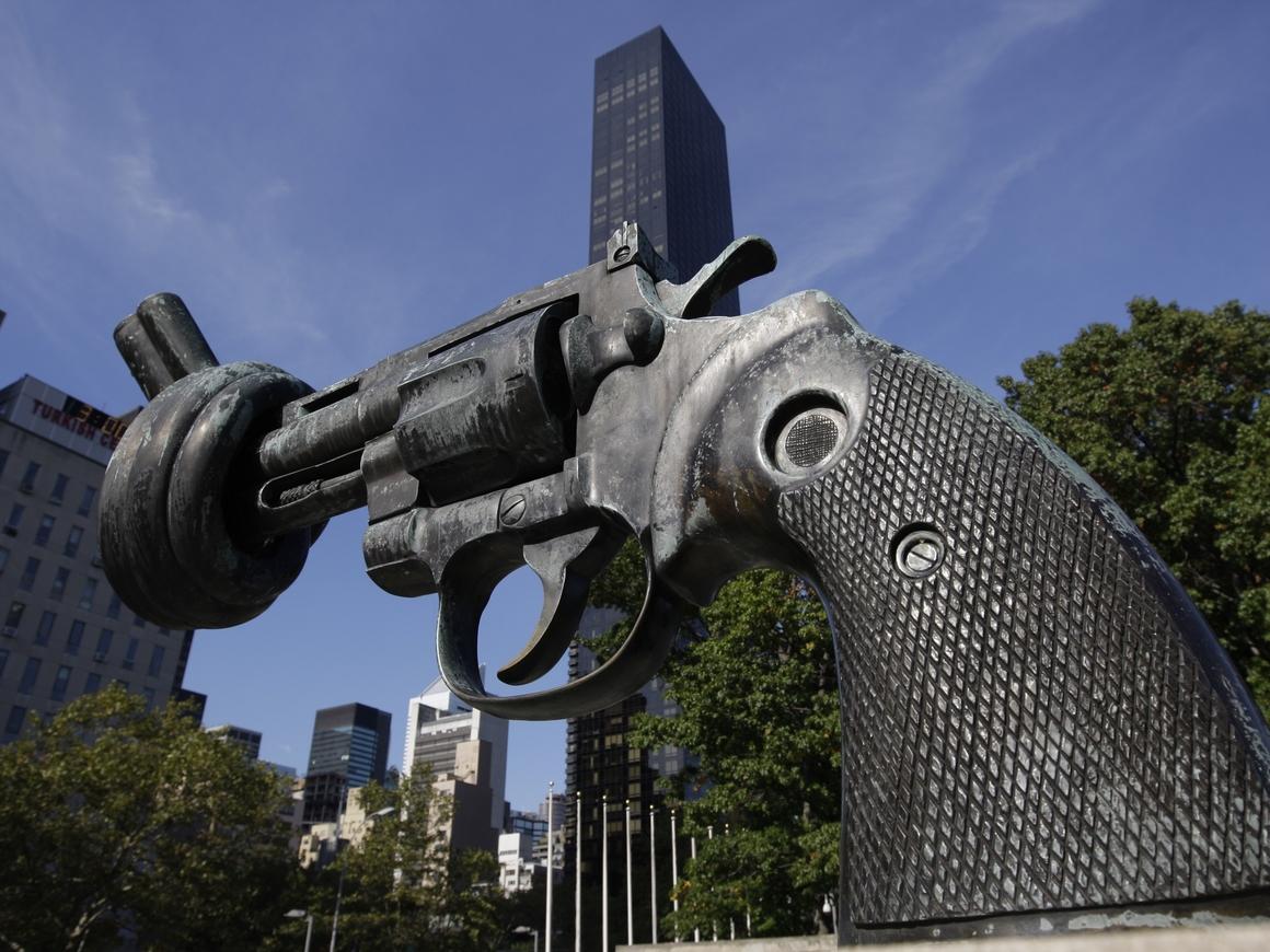 В США тысячами выдавали разрешения на оружие без проверки