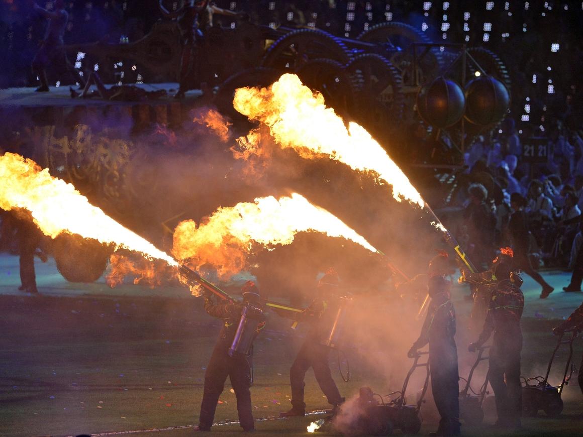 Первая 1000 огнемётов от Илона Маска нашла своих владельцев. Let's party!