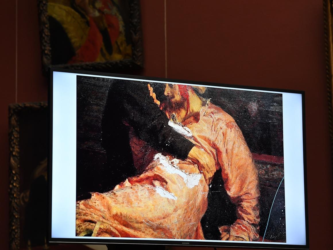 Оскорблённый: вандал рассказал, чем ему картина Репина не угодила