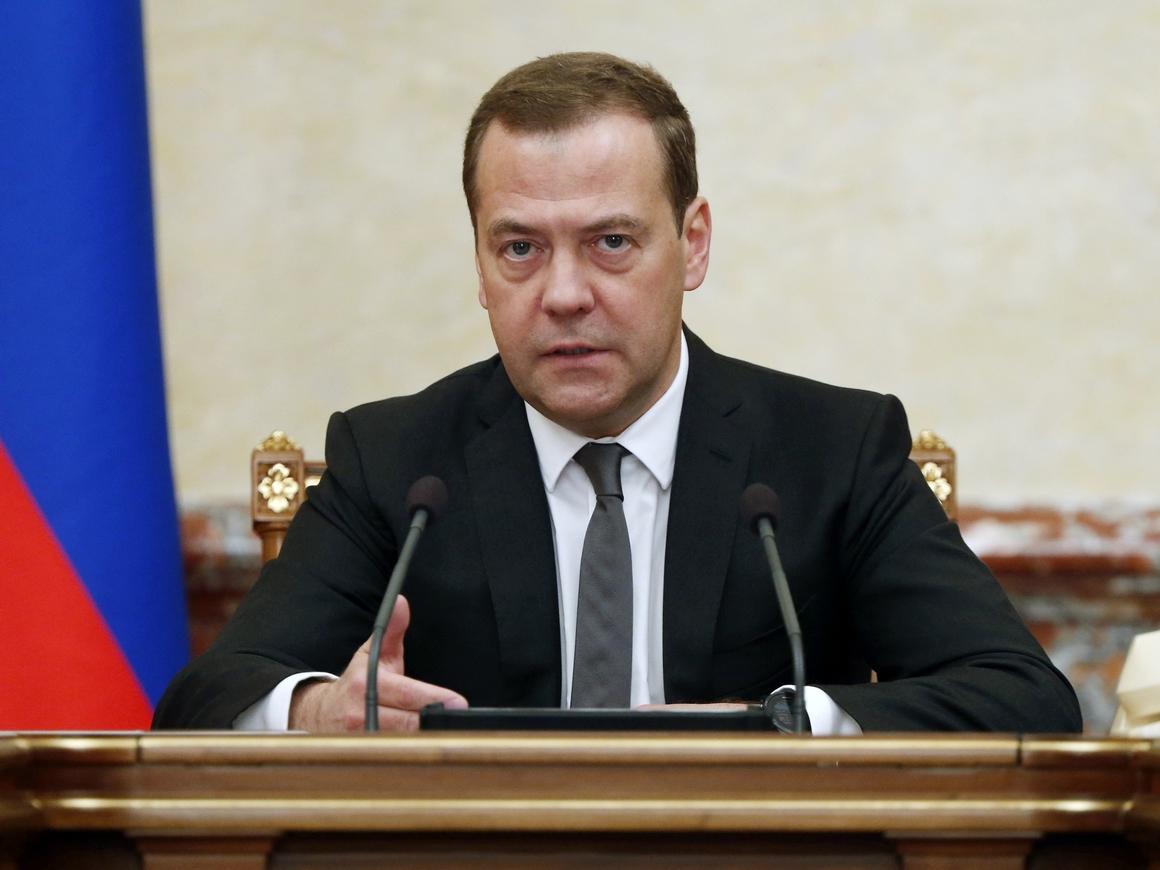 Старики-стахановцы: Дмитрий Медведев объявил о повышении пенсионного возраста