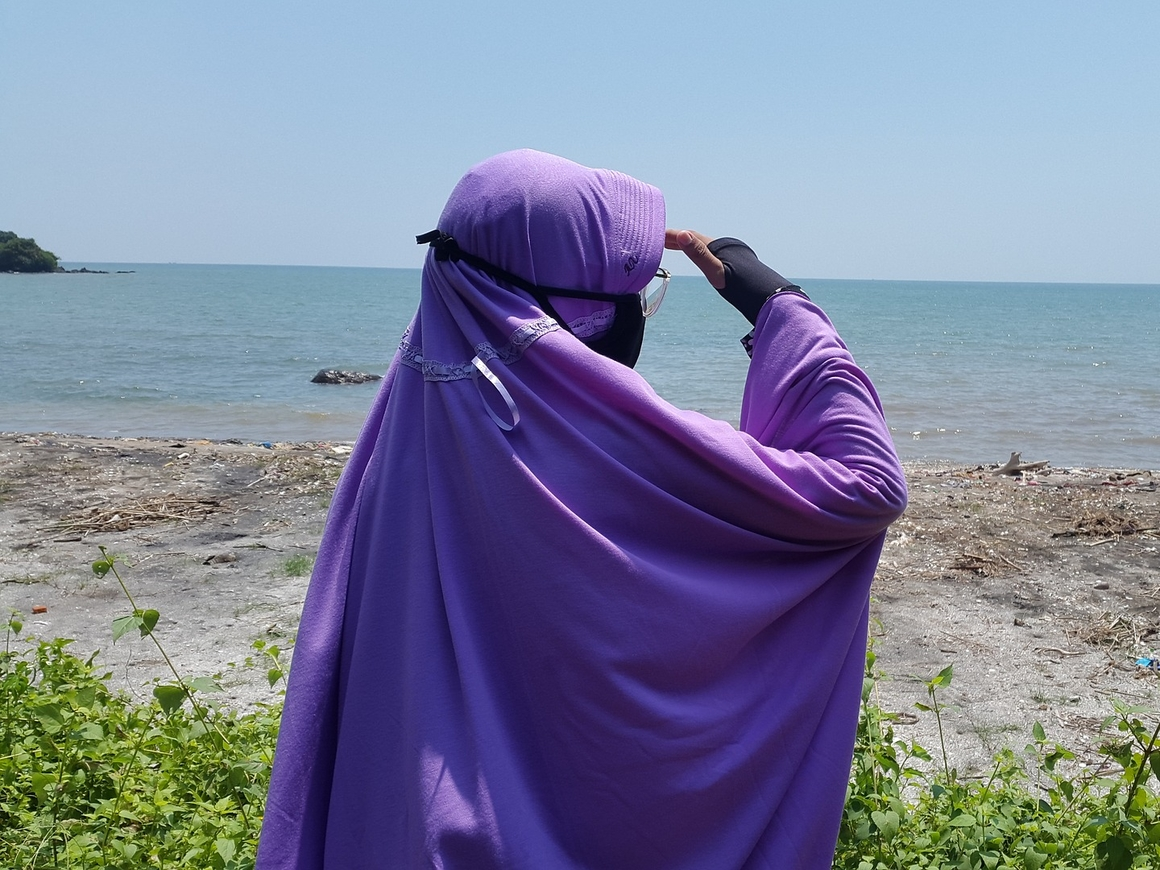 Vanish против мусульманки? Интернет негодует из-за этого видео