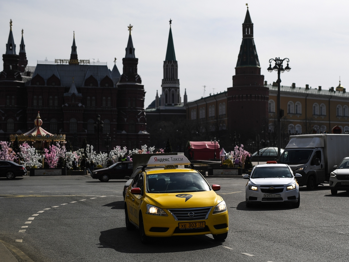 Таксист въехал в толпу в центре Москвы. Пострадали гости из Мексики