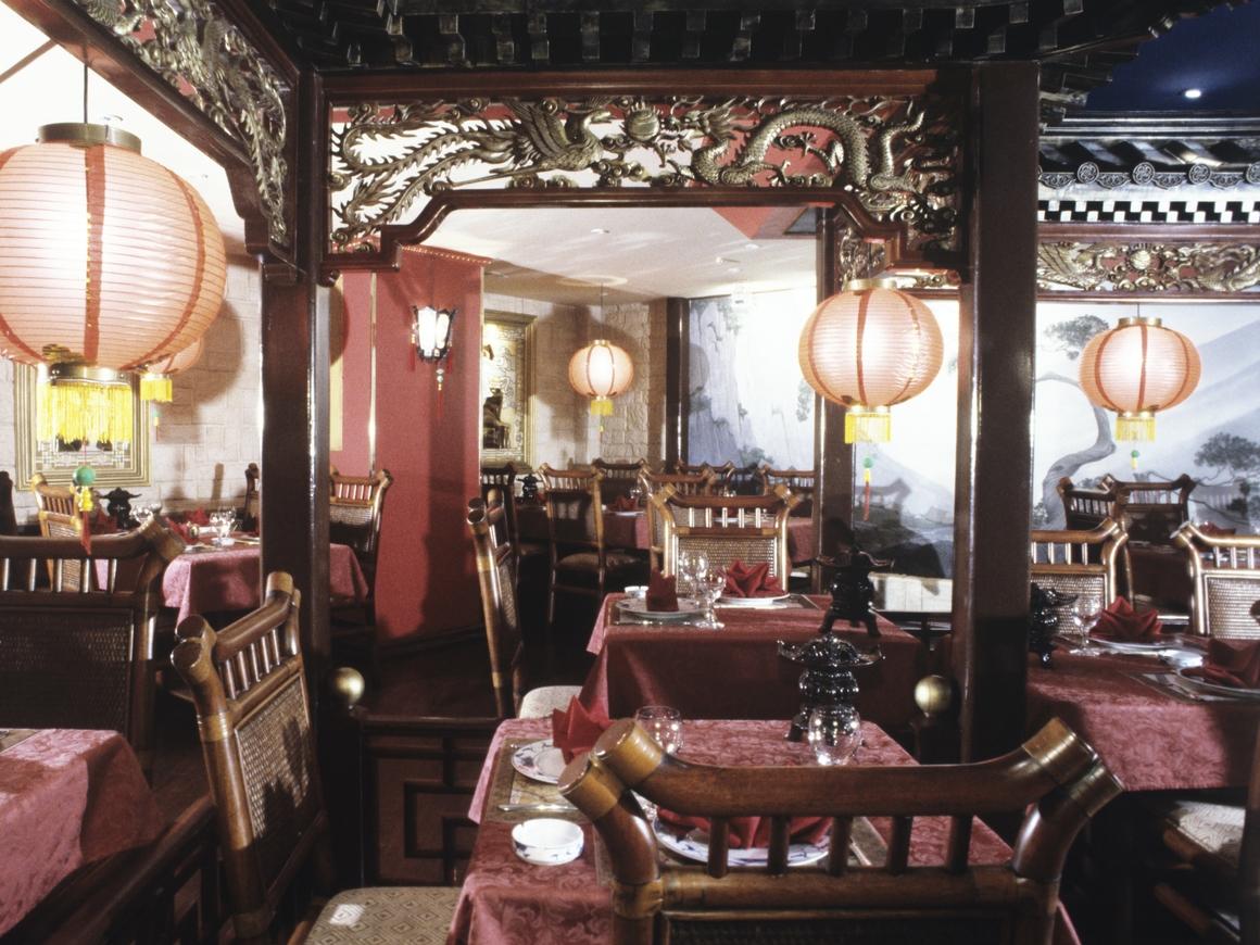 """Ресторан в Китае устроил """"шведский стол"""" на месяц и обанкротился через 2 недели"""
