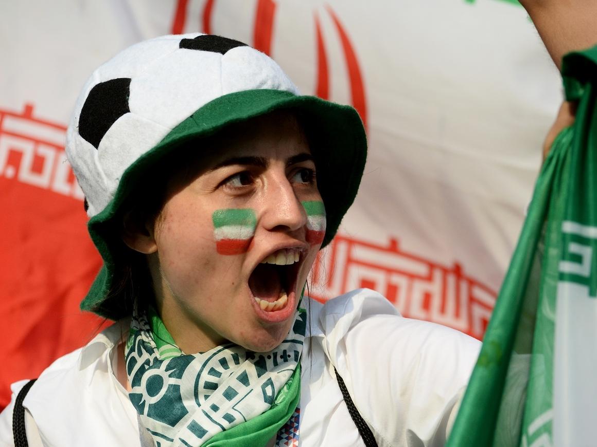 Впервые с 1979 года: иранские женщины пойдут на стадион болеть за сборную