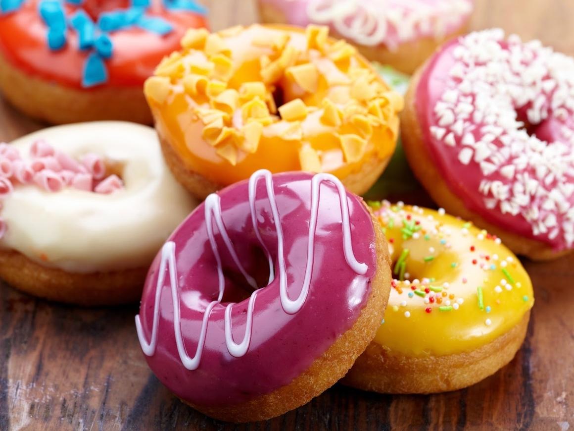 В США в Dunkin' Donuts запретили сливать работников, кричащих не на английском