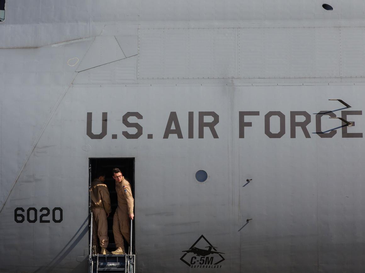 Китайцы попытались лазером сбить с курса самолёт США. Это уже 20й раз за полгода