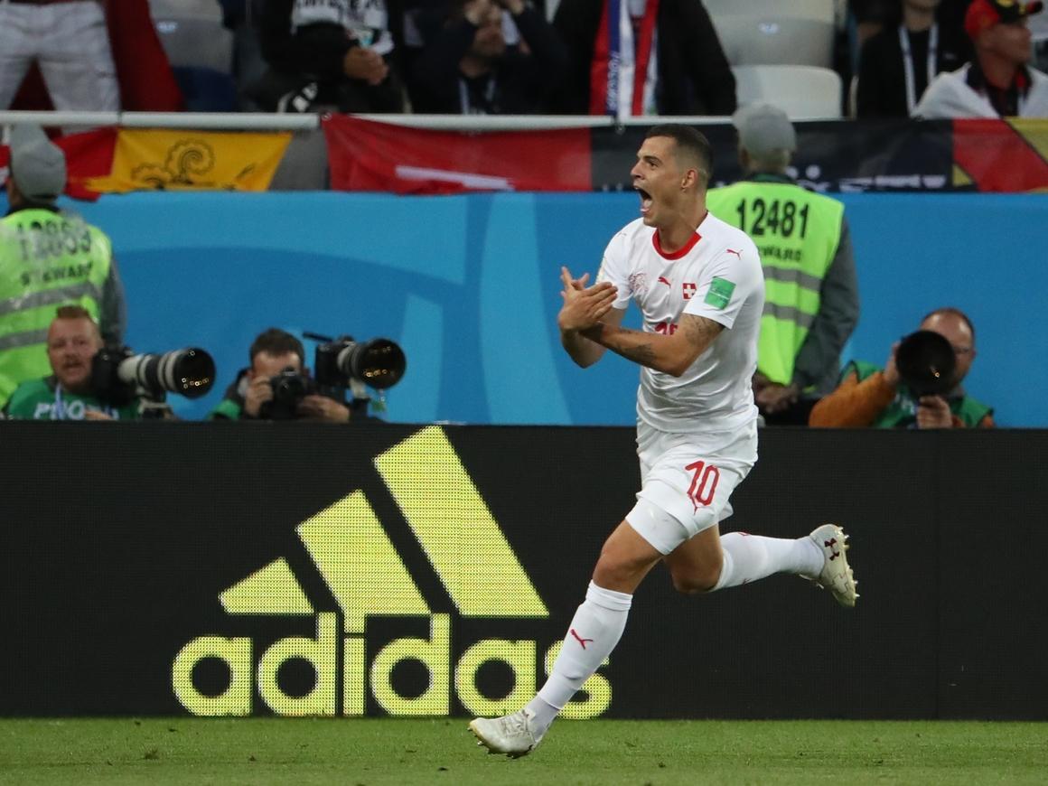 Политика на ЧМ: Швейцарские игроки показали Сербии запрещённый жест