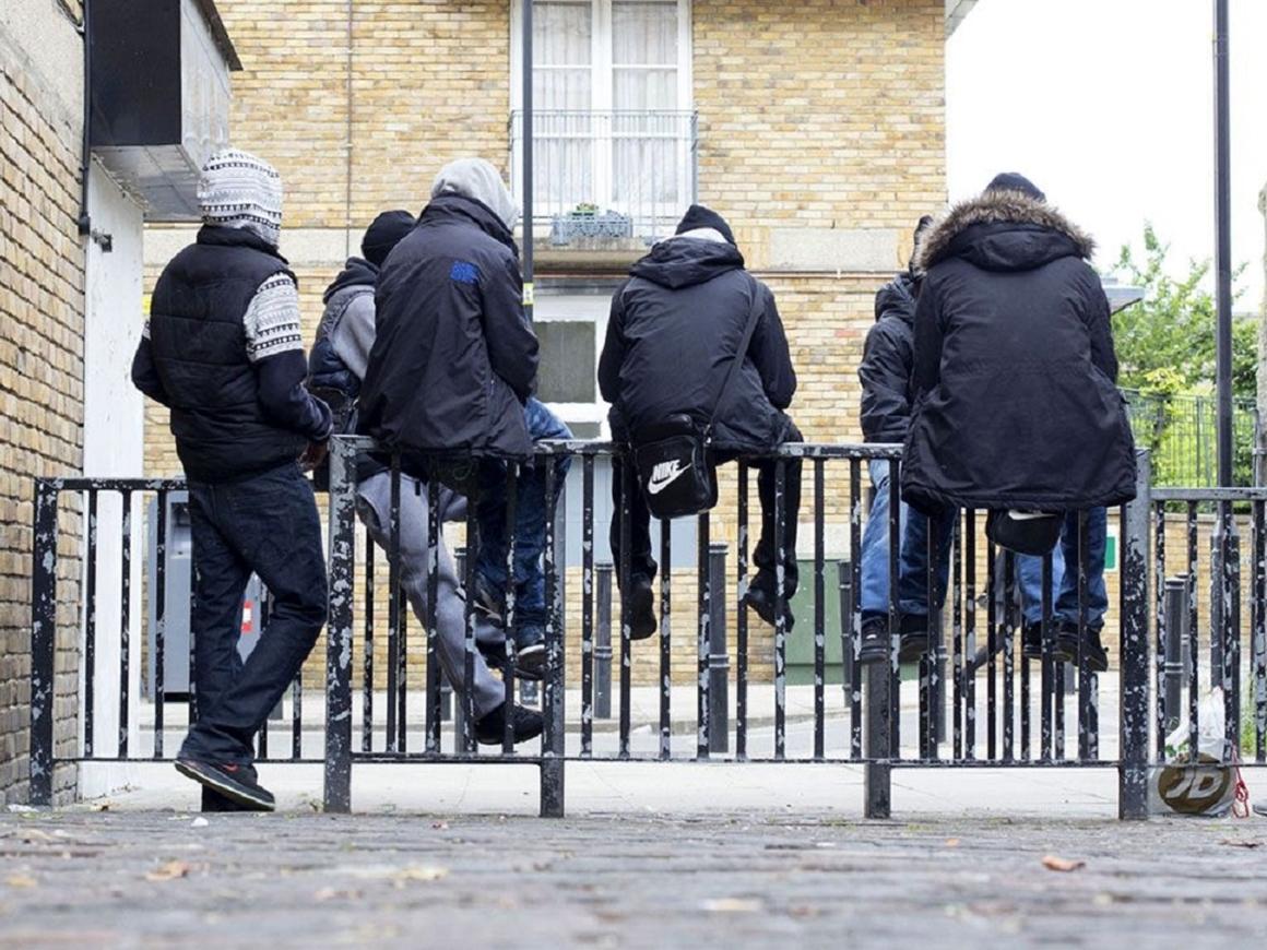 Детство на улице - 30 000 детишек в Британии работают наркокурьерами в бандах