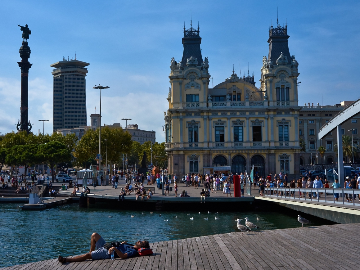 В Барселоне все чаще угрозой для города считают не мигрантов, а туристов