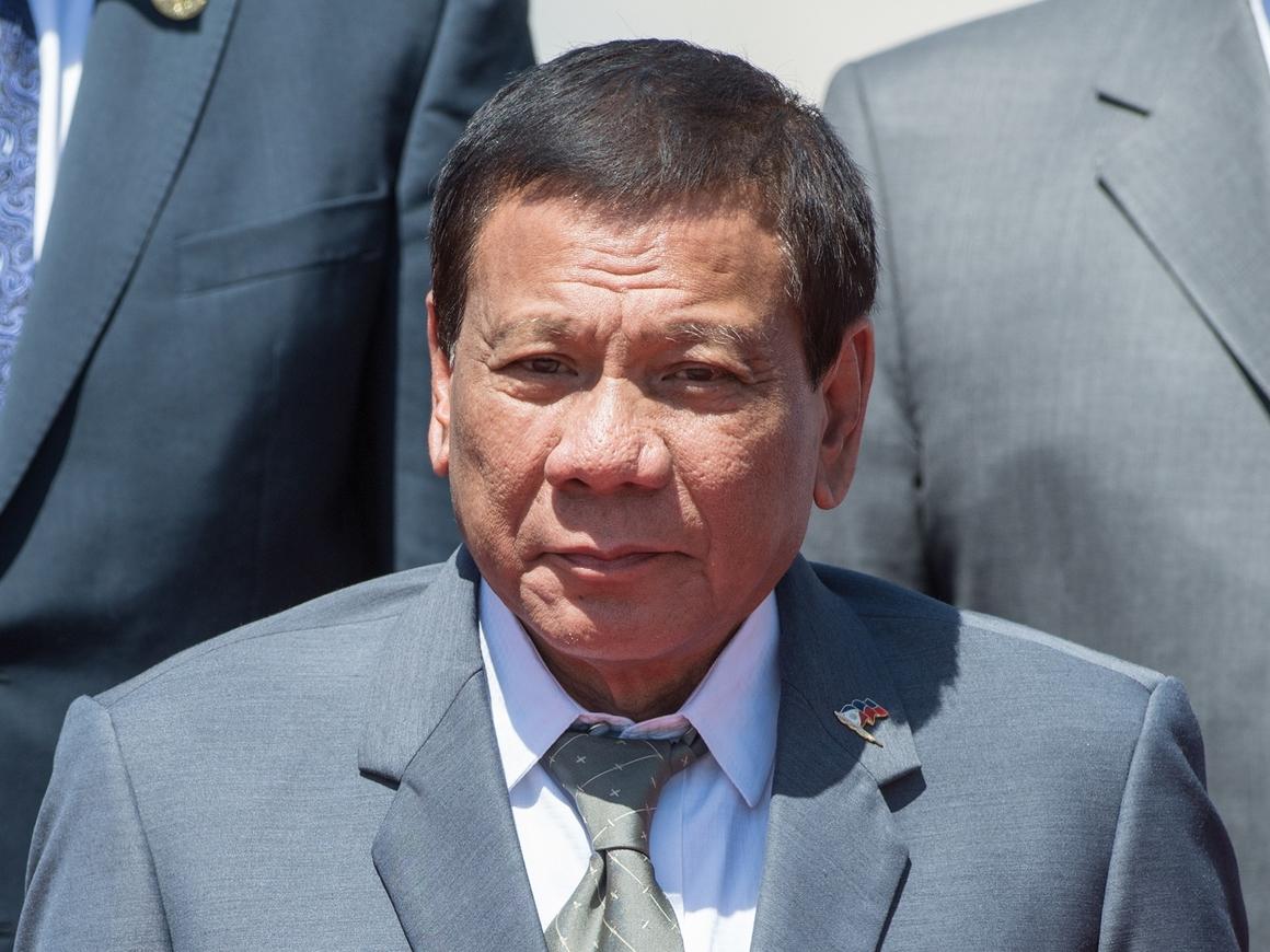 """Президент Филиппин назвал Бога """"тупым"""" – народ в шоке"""