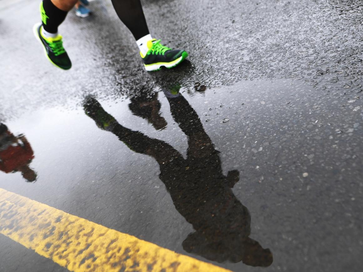 Бездомный пробежал марафон с чужим стартовым номером и сел в тюрьму