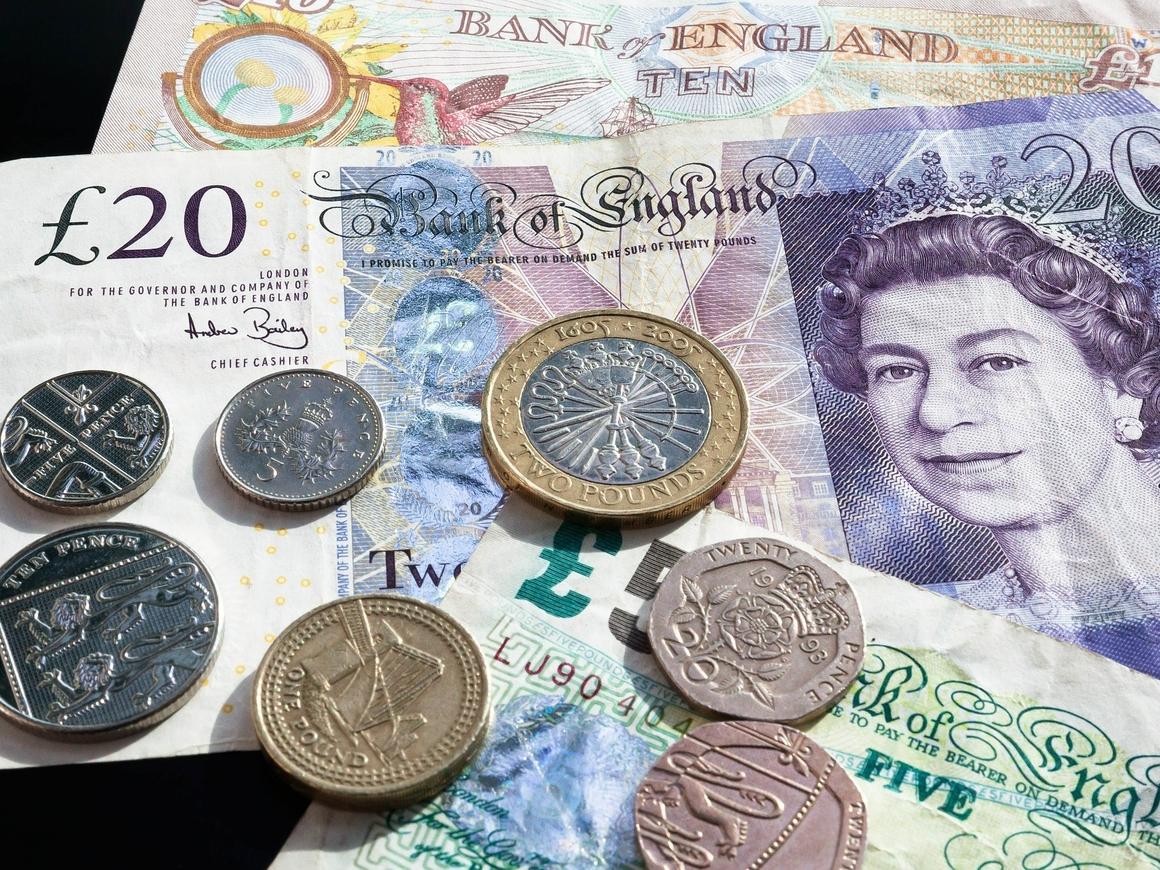 Студенты из Бристоля насобирали £1500, чтобы уборщик повидал семью на Ямайке