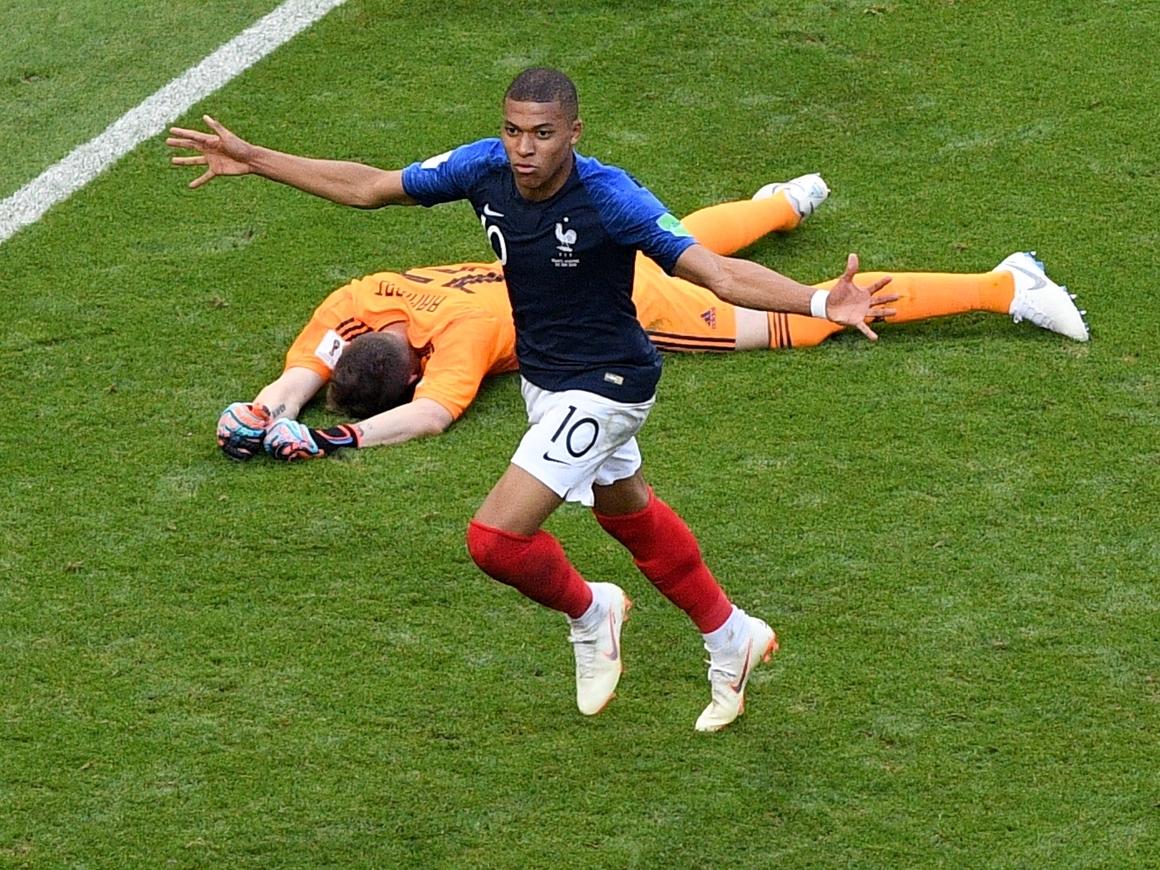 Самый молодой игрок сборной Франции выбил Аргентину из ЧМ и раздал деньги детям