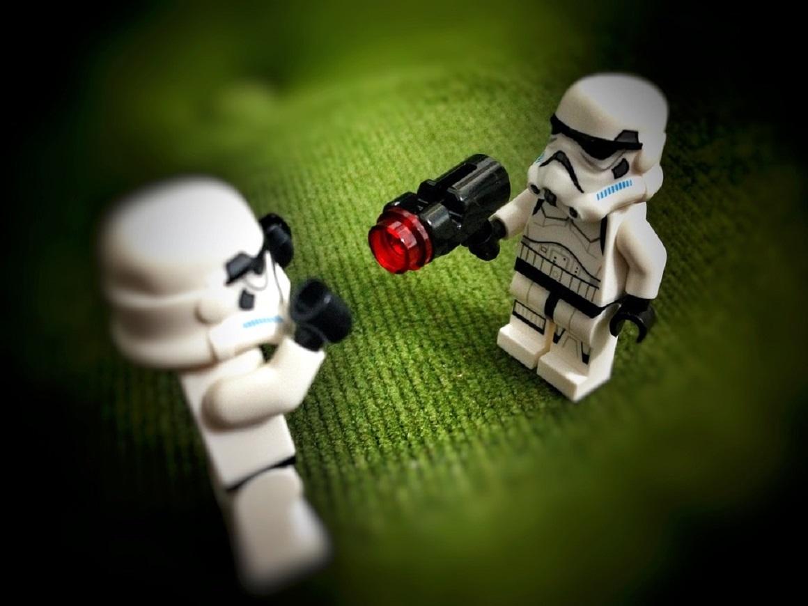 """Что-то новенькое придумали: китайский лазерный калаш из """"Звёздных войн"""""""