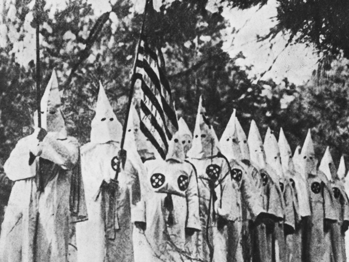 Австралийцев, нарядившихся в Ку-клукс-клан, заставят любить евреев ...